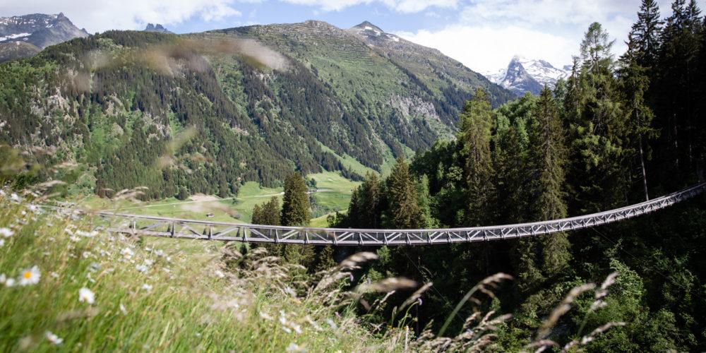 Val Medel Hängebrücke Holz Mutschnengia